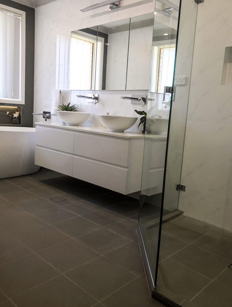 Recessed mirrored shaving cabinet